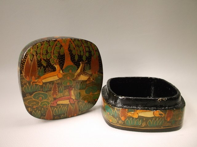 Beautiful Vint Hand Painted Deer Lacquered Box - 2