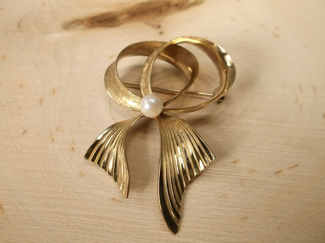 Gorgeous Antique Wells 14kt GF Pearl Brooch