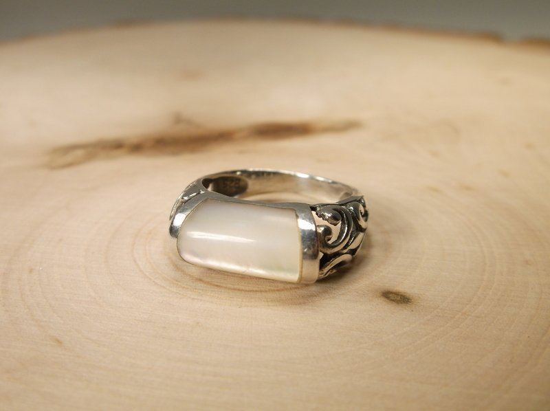 Gorgeous Sterling Silver MOP ring 6