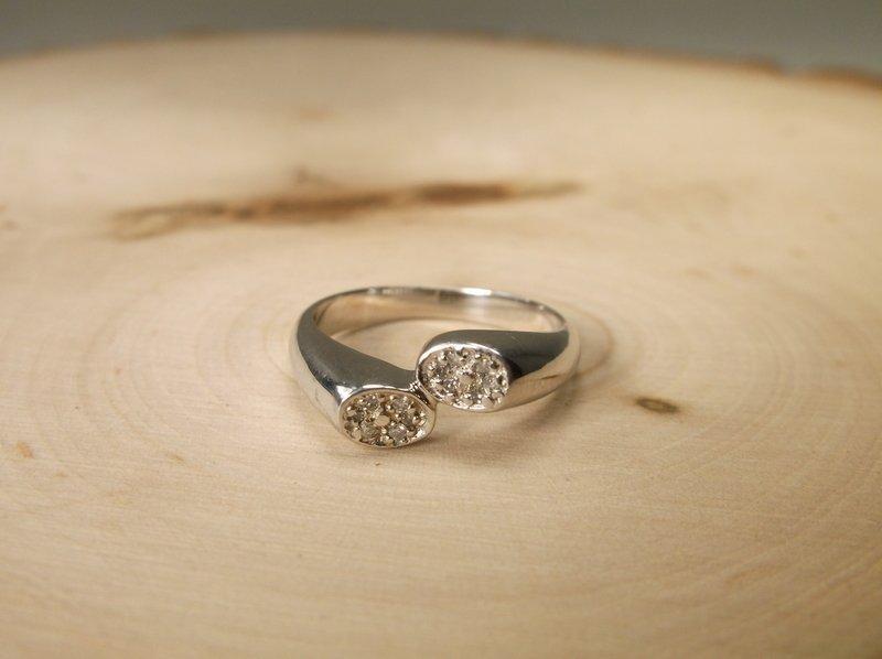 Gorgeous Sterling 12 Genuine Diamond Ring 6.5