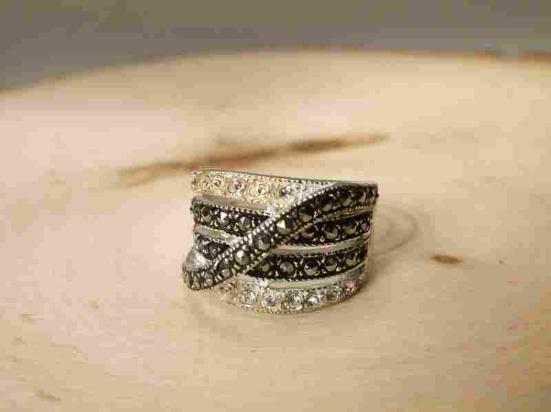 Beautiful Sterling Silver Ring 6.5