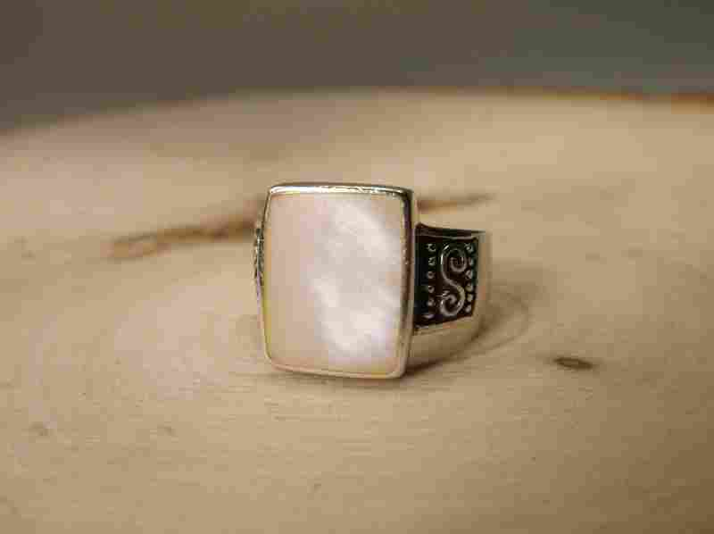 Gorgeous Sterling Silver MOP Ring 8