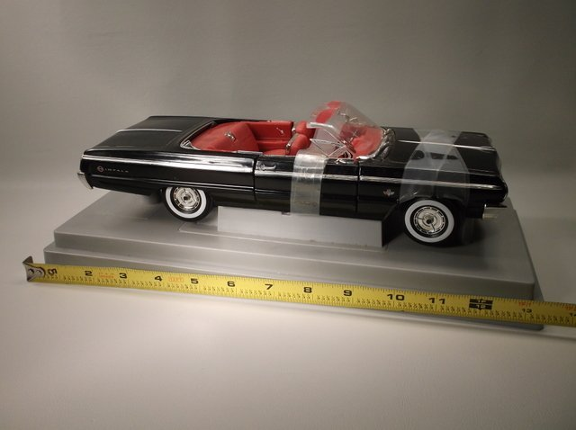 Die Cast Large Chevy Impala - 3