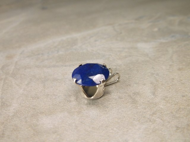 Gorgeous Sterling Genuine 2ct Sapphire Pendant