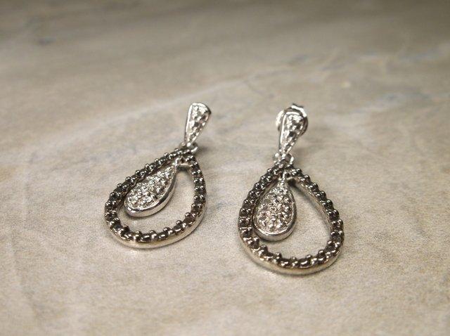 Gorgeous Sterling Gen Diamond Teardrop Earrings