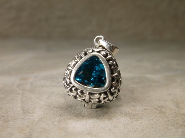 Gorgeous Sterling Silver Deep Blue Topaz Pendant