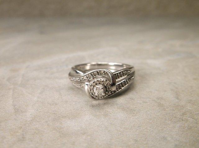 Beautiful Sterling 33 Genuine Diamond Ring 7