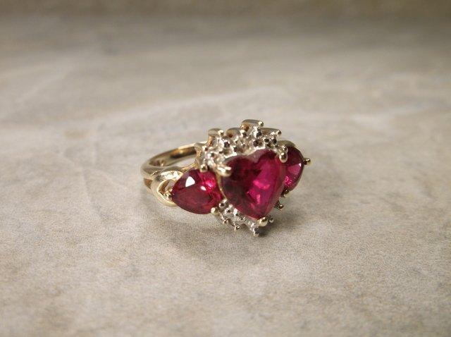 Stunning 10kt Gold Gen 2ct Ruby Ring 7