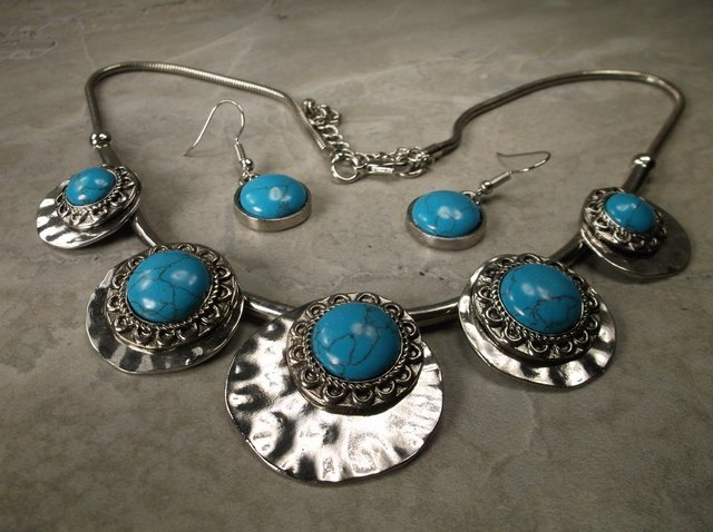 Gorgeous Southwest Necklace Earrings Set