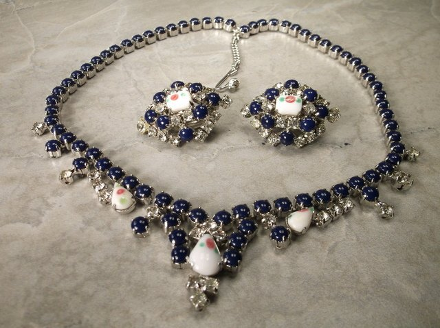 Stunning Antique Rhinestone Necklace Earrings Set