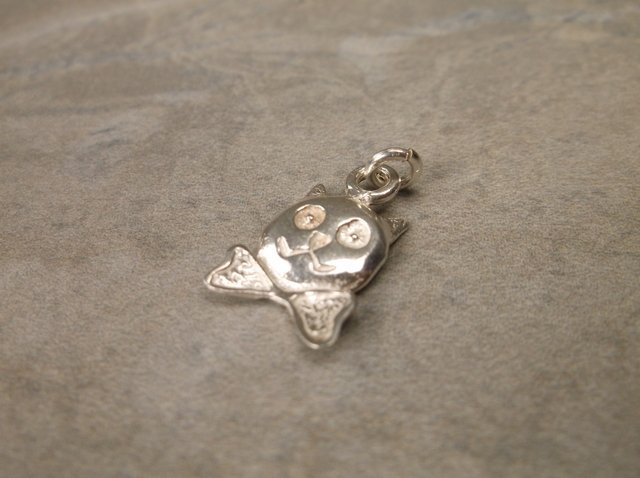 Gorgeous Sterling Silver Bowtie Cat Charm