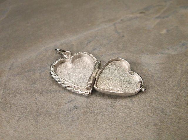 Gorgeous Antique Sterling Heart Locket Pendant - 2