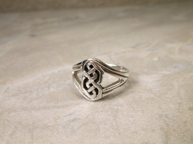 Gorgeous Thick Sterling Silver Keltic Ring 6