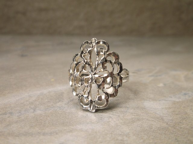 Gorgeous Antique Sterling Silver Ring 7.5