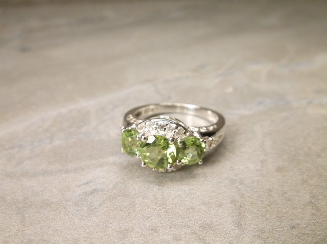Gorgeous Sterling Silver Peridot Ring 6