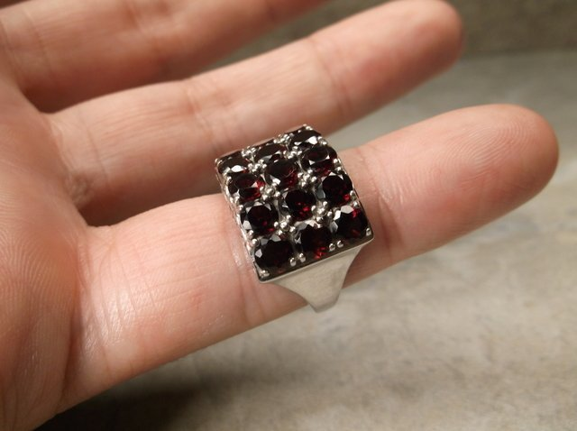 Gorgeous Sterling Silver Garnet Ring 6 - 2