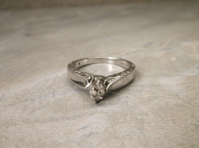 Gorgeous Sterling 4 Genuine Diamond Ring 7