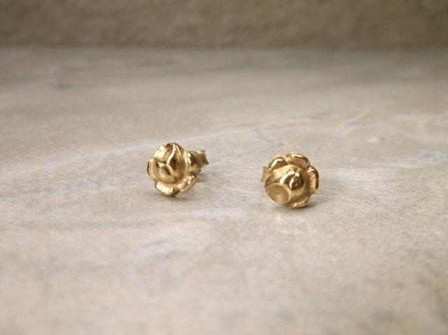 Gorgeous 14kt Gold Rose Earrings