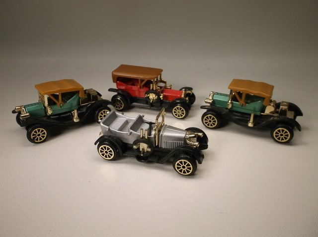 Vintage Die Cast Cars Lot