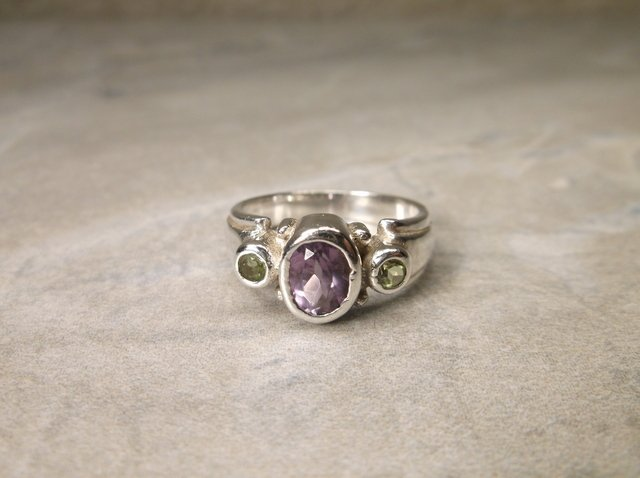 Gorgeous Sterling Amethyst Peridot Ring 5.5