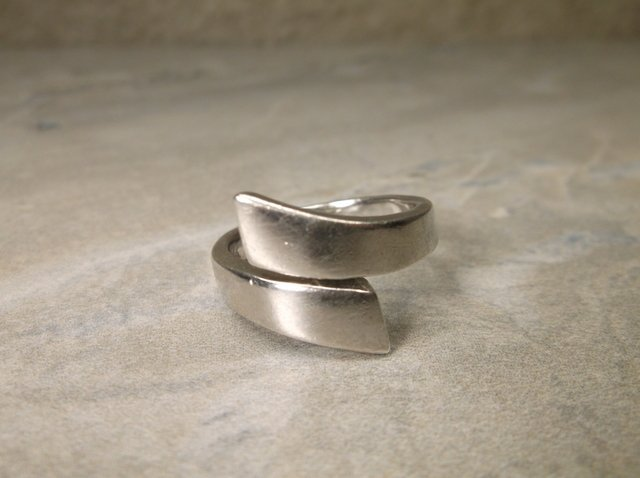 Gorgeous Heavy Sterling Silver By-Pass Ring 7.5