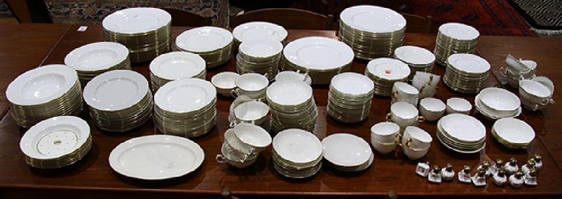 (lot of approximately 319) Large collection of Minton