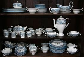 (lot of approximately 85) Wedgwood table service in the