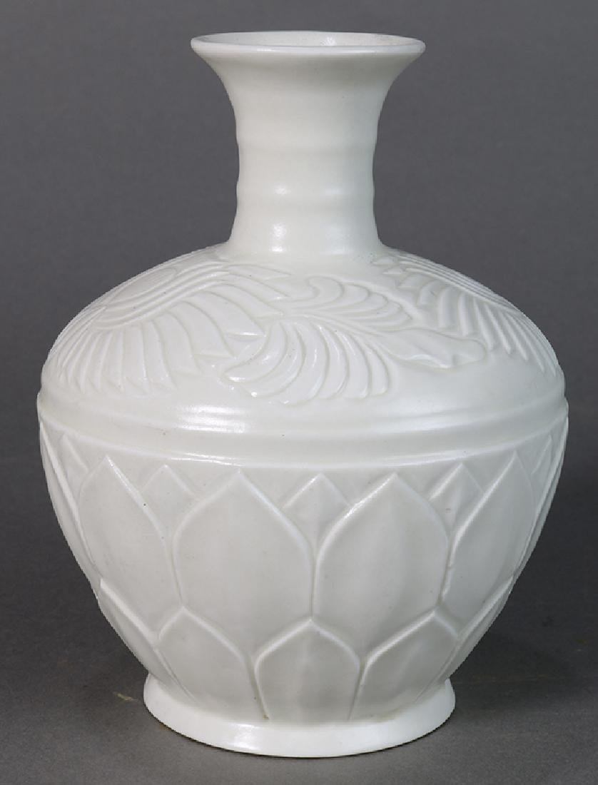 Chinese Ding-type Molded Vase
