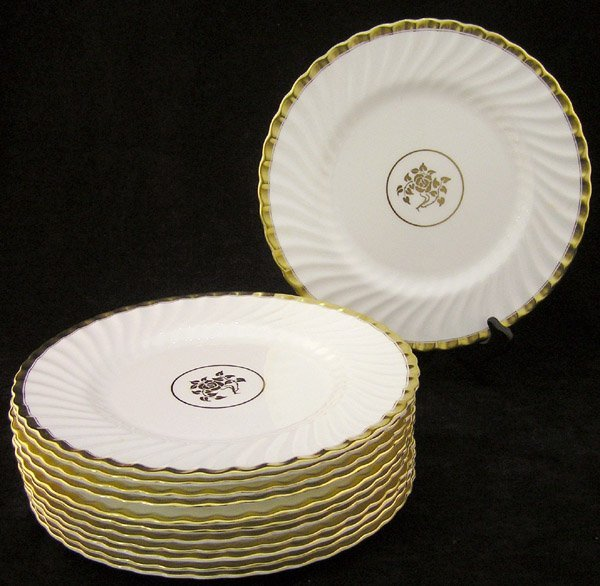 19: Minton Old Gold chargers
