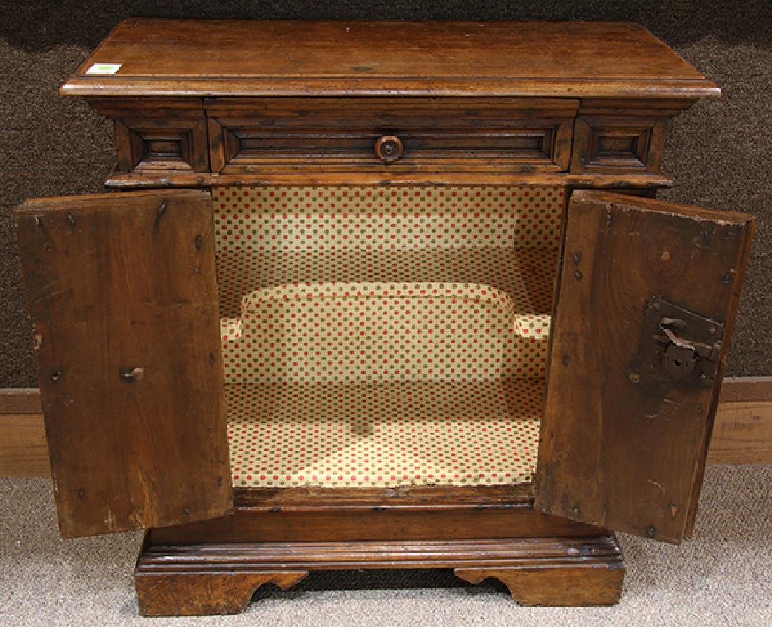 Italian walnut commodino circa 1730 - 2