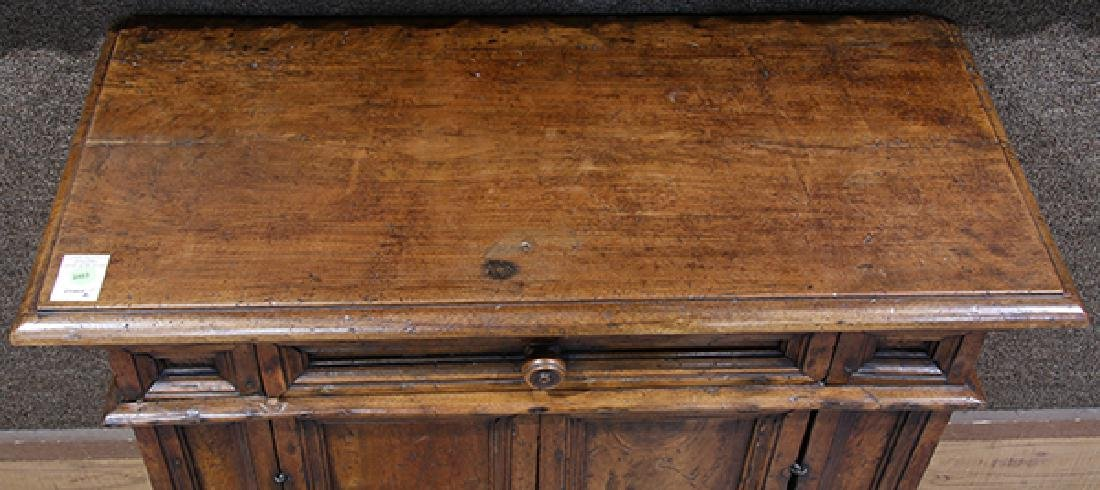 Italian walnut commodino circa 1730 - 3