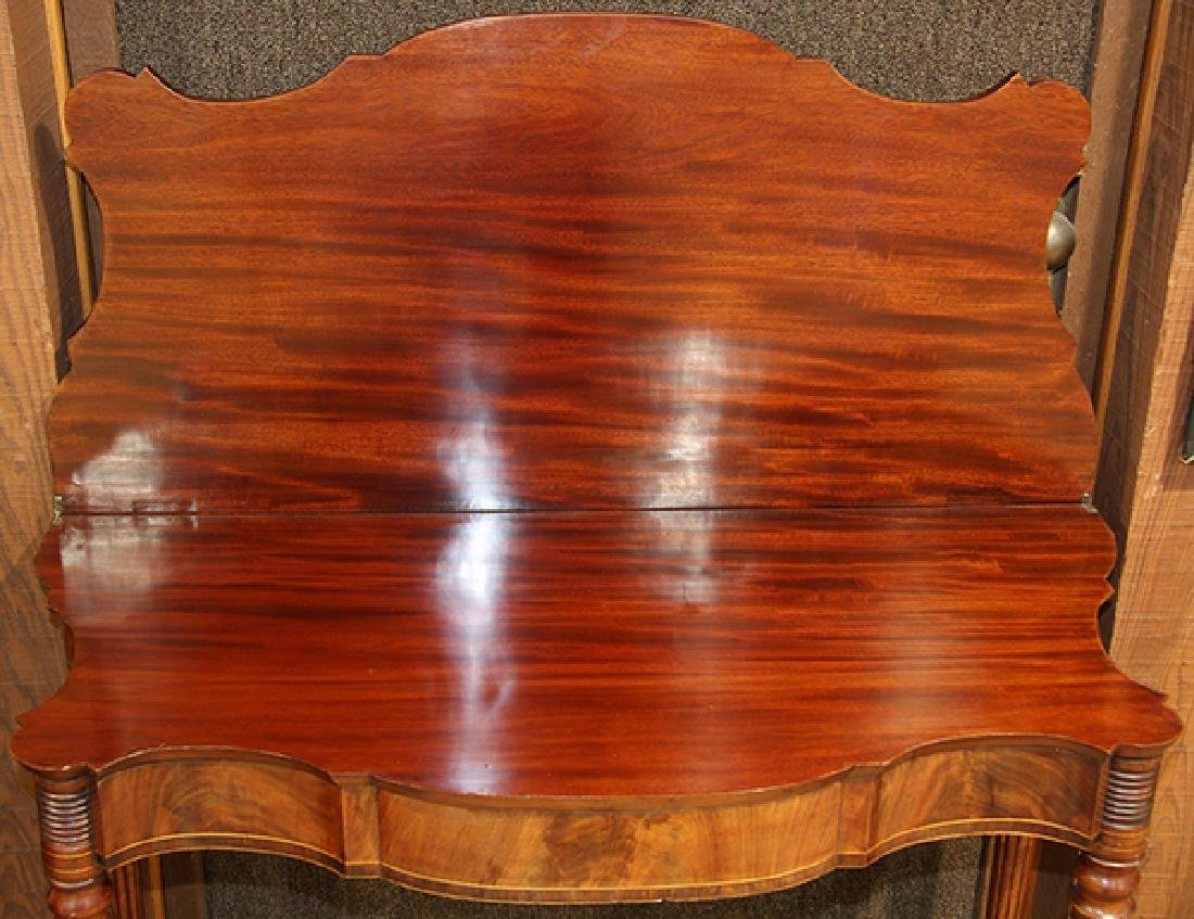 Federal mahogany flip top games table, having a - 2