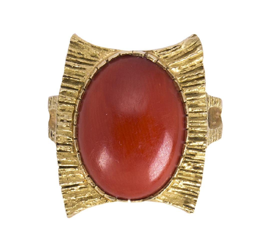 Coral and 18k yellow gold ring