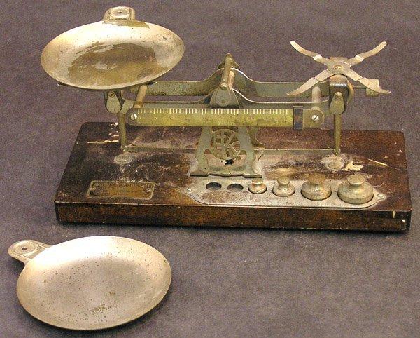 4013: Avoirdupois weight scale