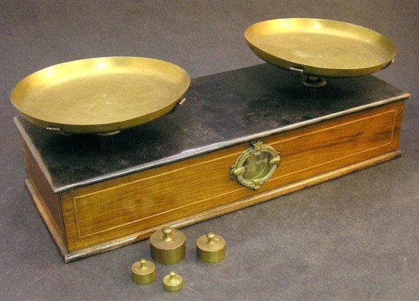 4022: Lyon box scale brass tray weights