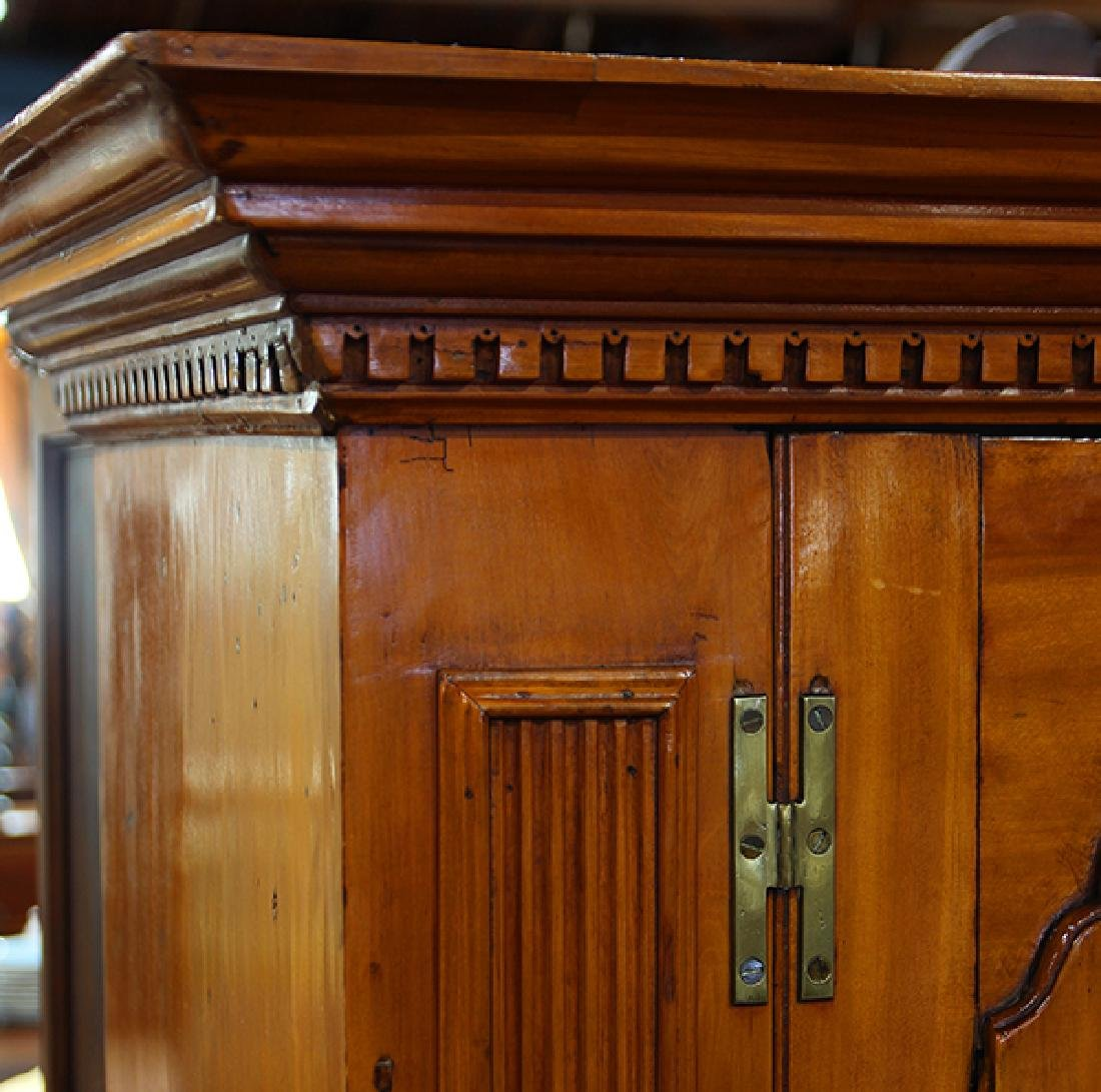 English Georgian linen press circa 1790 - 4