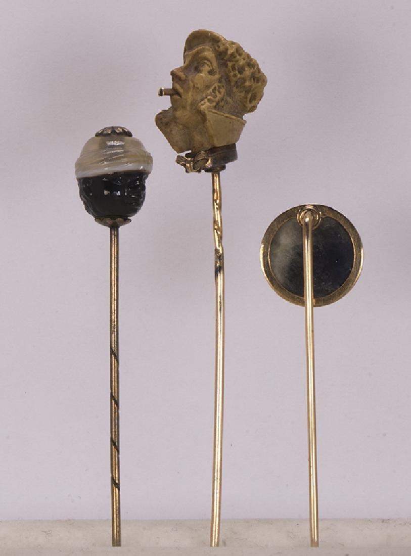 (Lot of 3) Carved multi-stone and gold stickpins - 3