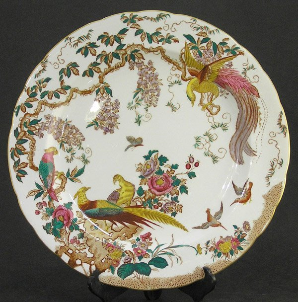 23: Royal Crown Derby charger Olde Avesbury