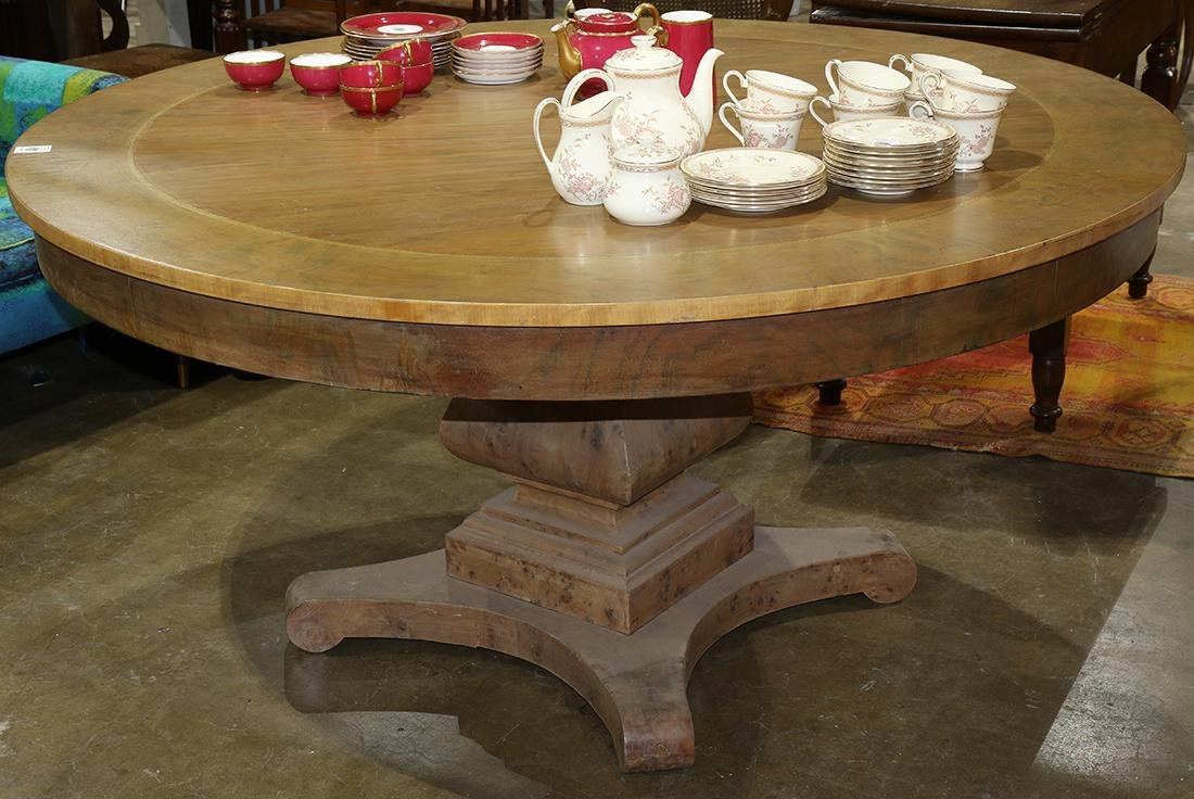 Regency style dining table, the round top with banded