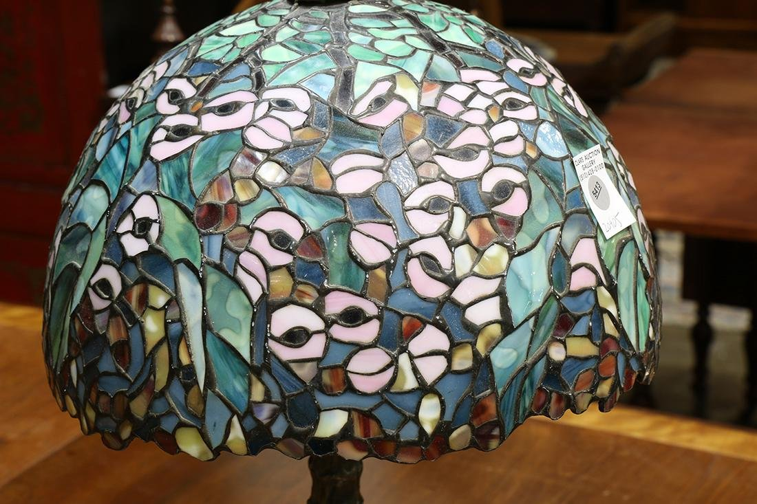 Tiffany style leaded glass table lamp - 2