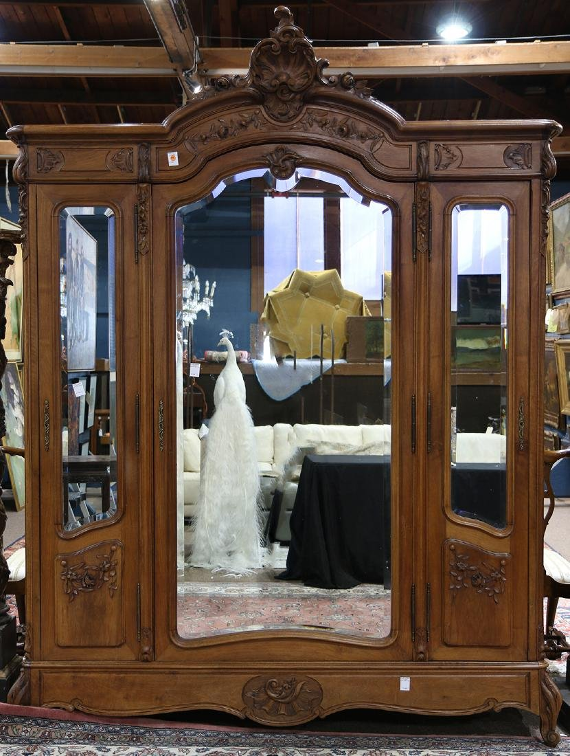 Louis XV style armoire, circa 1890, having a rocaille
