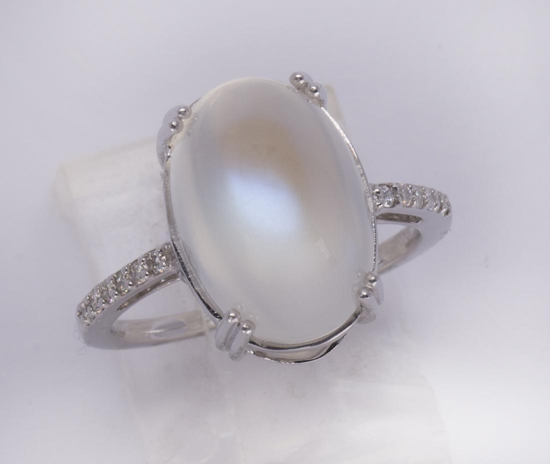 Moonstone, diamond and 14k white gold ring