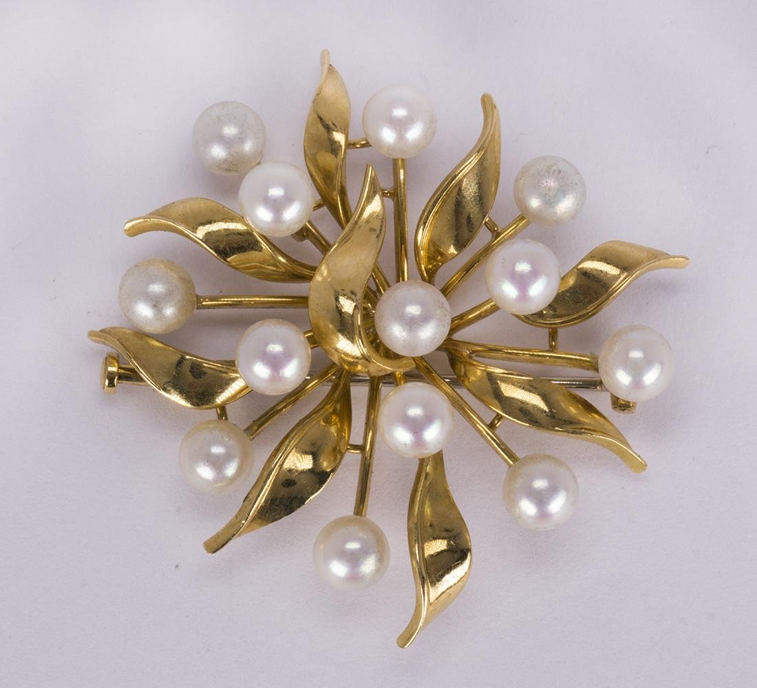 Cultured pearl and 18k yellow gold brooch
