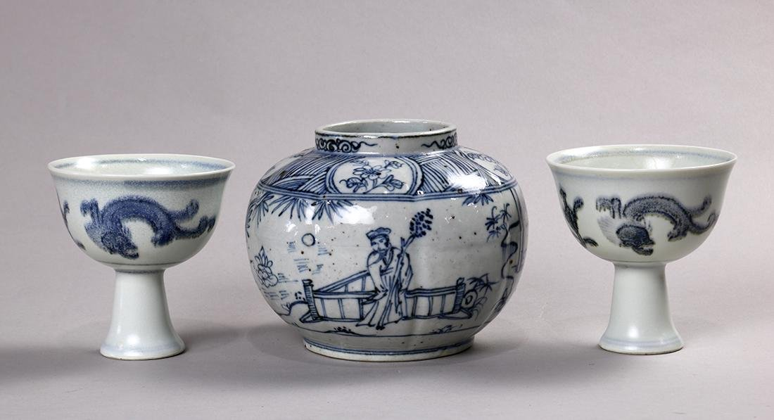 Chinese Blue-and-White Porcelain Jar/Cups