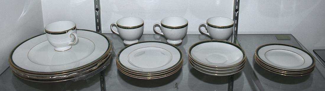 (lot of 20) Wedgwood porcelain table service for four