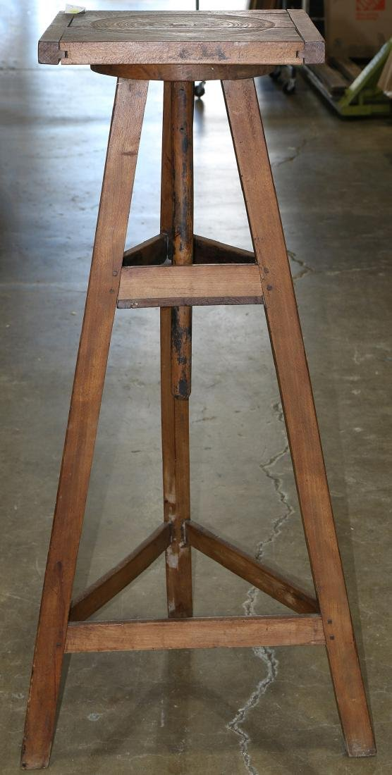 French rotating sculpture stand, rising on a splayed