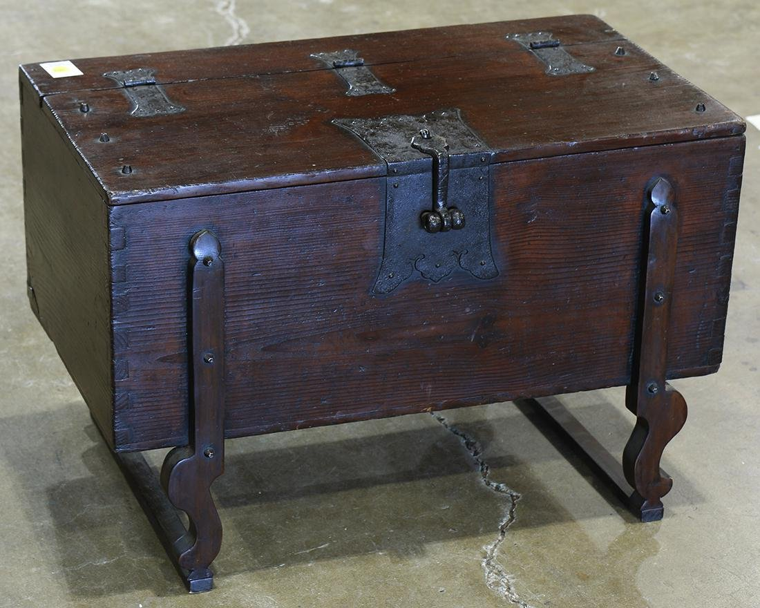 Korean money chest (ton-kwe), the rectangular body with