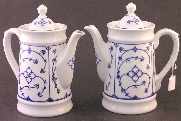 15: Bavarian porcelain coffee pots