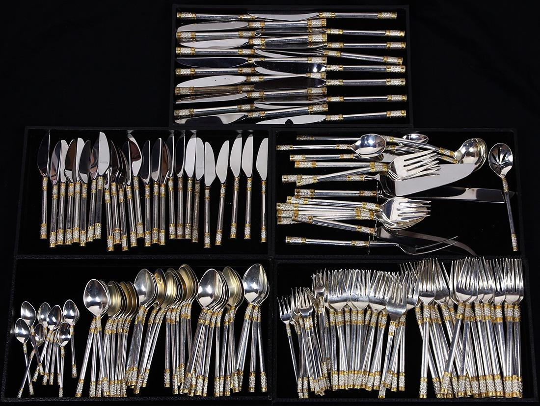 (lot of 162) Wallace sterling flatware, executed in the
