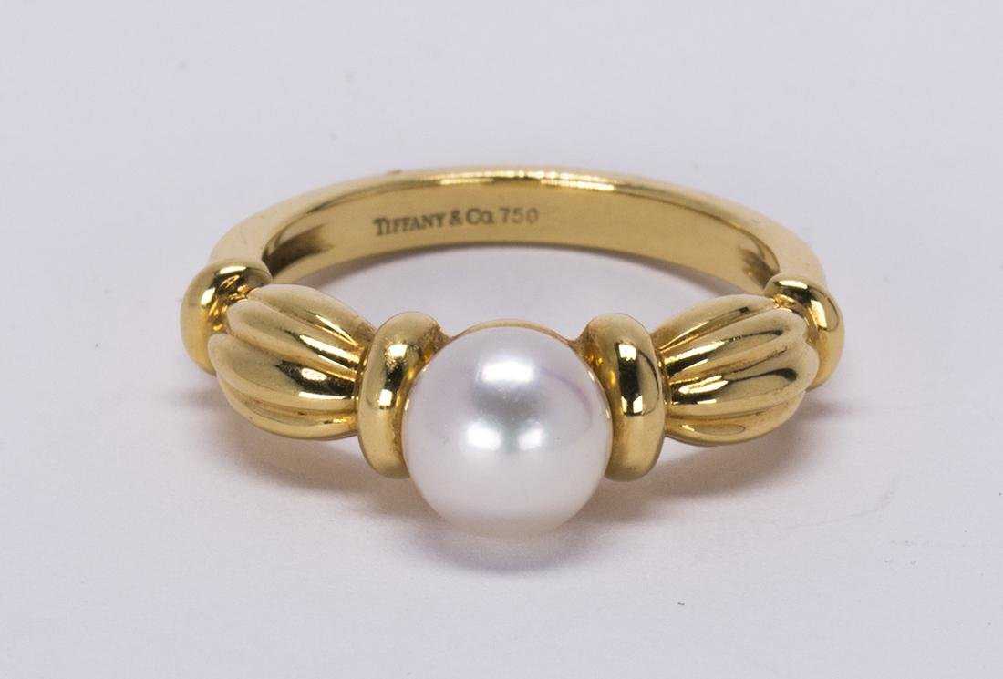 Tiffany Co. cultured pearl and 18k yellow gold ring